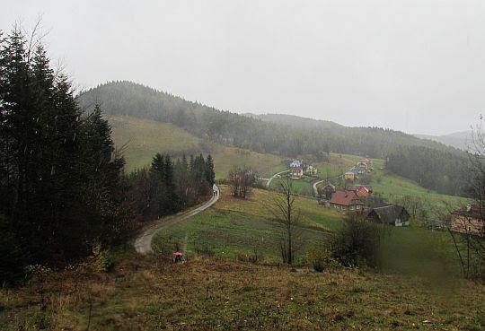 Przełęcz Ostra-Cichoń (812 m n.p.m.).