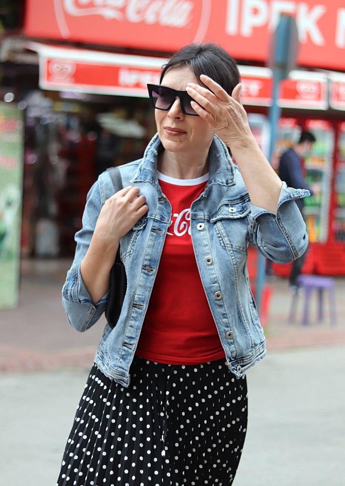 czerwone stylizacje ubrania