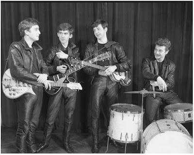 Gambar Jaket Kulit John Lennon dan The Beatles