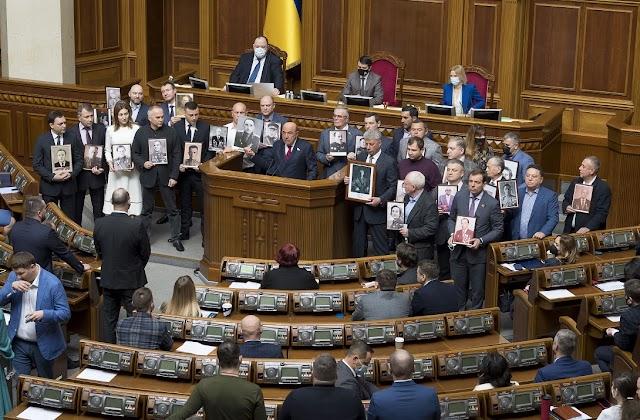«Ніхто не забутий і ніщо не забуте»! Фракція ОП-ЗЖ закликала українців з честю і гідно відзначити 9 травня