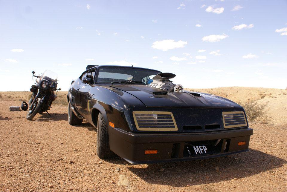 seriz mad max car replicas 1 the black pursuit. Black Bedroom Furniture Sets. Home Design Ideas