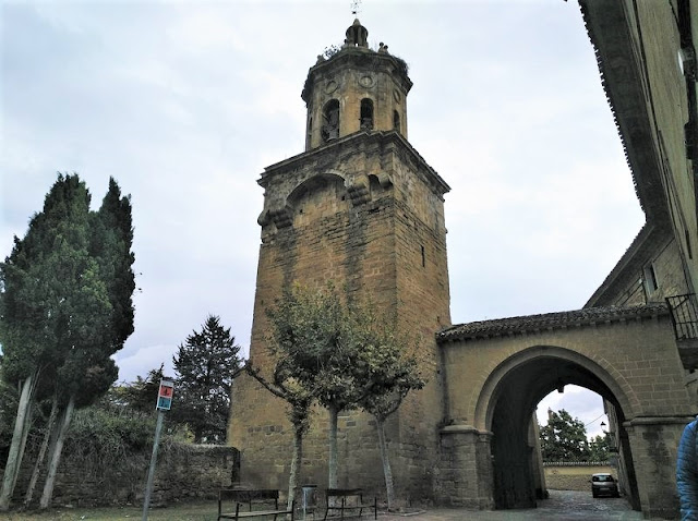 Puente de la Reina - Torre de la Iglesia del Crucifico