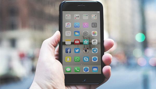 6 تطبيقات مفيدة لكل لاصحاب الهواتف الأيفون وجهاز الأيباد سوف تجعل هاتفك يظهر انيقا وجذاباََ