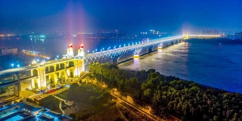 สะพานข้ามแม่น้ำแยงซีหนานจิง (Nanjing Yangtze River Bridge: Nanjing Changjiang Daquiao: สะพานหนานจิงฉางเจียงต้าเฉียว: 南京长江大桥)