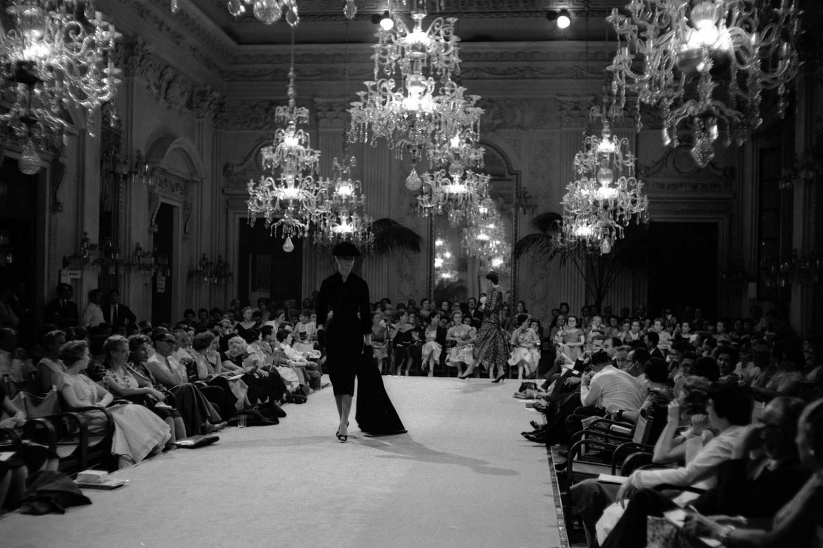 the-glamour-of-italian-fashion-sala-bianca-palazzo-pitti-florence/cool-chic-style-fashion