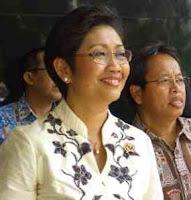 Review Menteri Kesehatan Endang Sedyaningsih