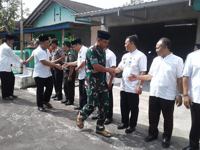 KodimKaranganyar - Danramil 01 Pimpin Pengamanan Ziarah Rombongan Forkopimda Kabupaten Karanganyar