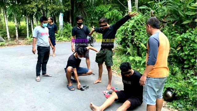 Dua Pengedar Narkoba Tak Berkutik Saat Diringkus Polisi di Pinggir Jalan