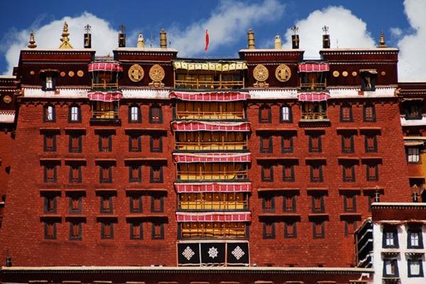 พระราชวังโปตาลา (Potala Palace: 布达拉宫: ཕོ་བྲང་པོ་ཏ་ལ་) @ www.upscaleadventures.com