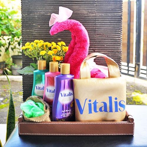 Sebarkan Pengalaman Mandi Parfum Vitalis Body Wash Dengan 3 Kreasi Gift Untuk Yang Tersayang