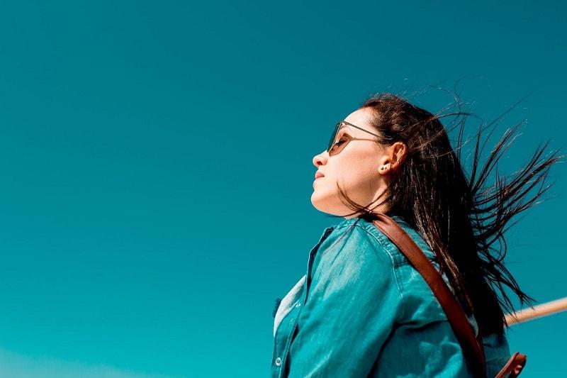 كيف تستمتع بالشمس، وتحمي بشرتك في نفس الوقت؟