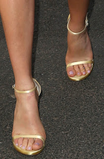 Margot Robbie's Feet and Legs Pictures