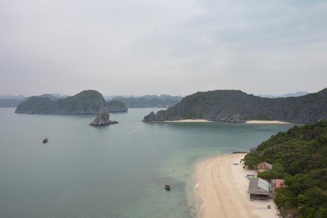 Vue sur la baie d'Halong maritime