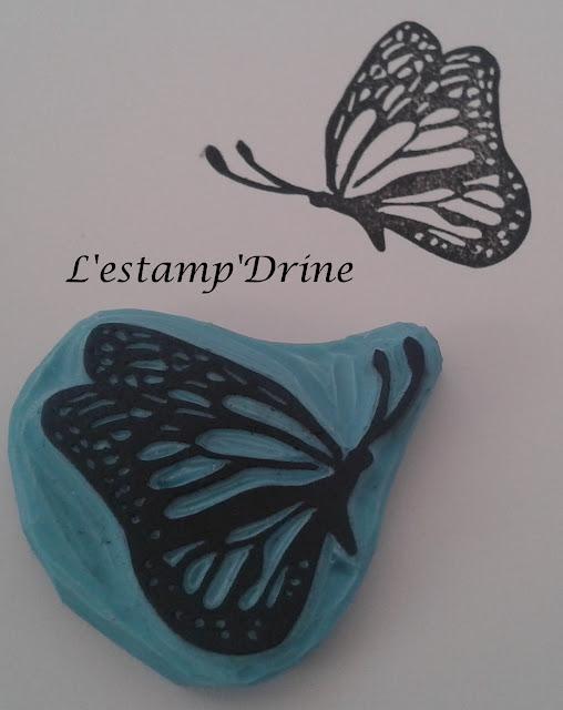 Papillon grave sur gomme