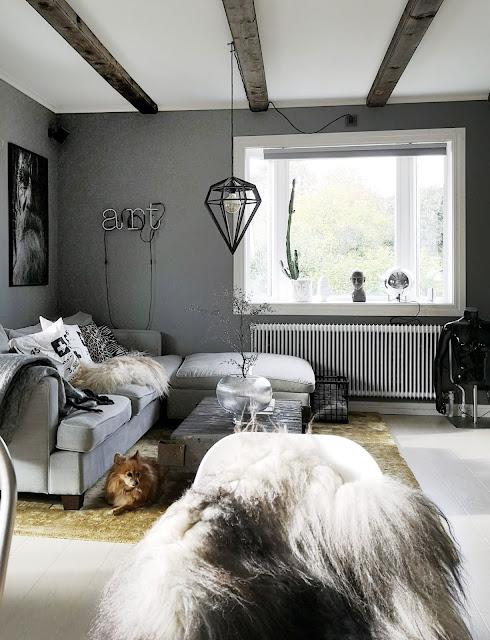 annelies design, webbutik, webbutiker, webshop, nätbutik, hundar, hund, hubsch interior, hubsch, korgar, korg, vardagsrum, vardagsrummet, pomaranian, dekoration, dekorera, inredningsdetaljer, matta, vas, kudde, kuddar, koordinater, svartvit, svartvitt, tavla, tavlor, lampa, lampor