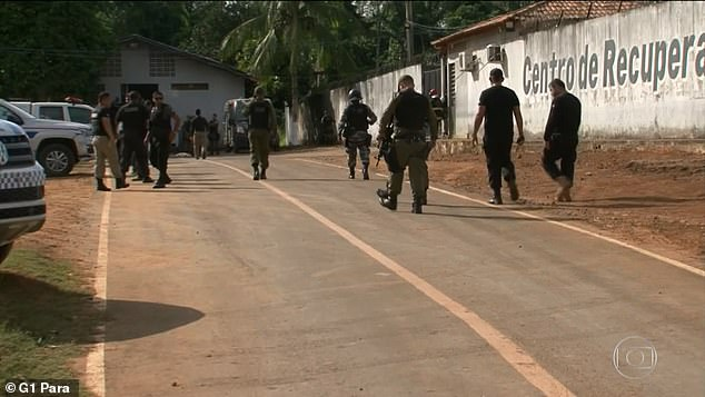 [VIDEO] Reos de carcel de brasil jugaron fútbol con cabezas de las víctimas del motín.
