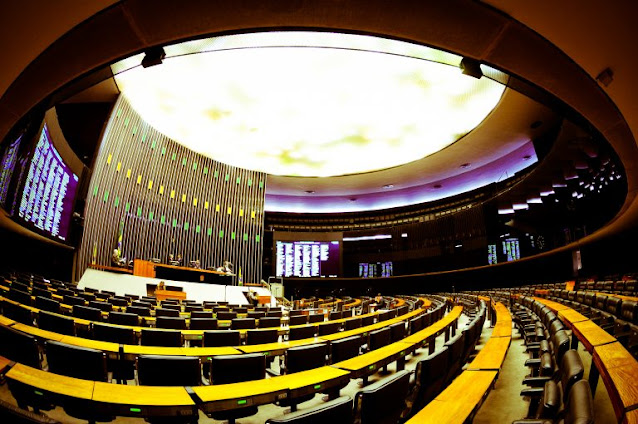 Câmara realiza sessão nesta sexta-feira para decidir sobre prisão do deputado Daniel Silveira