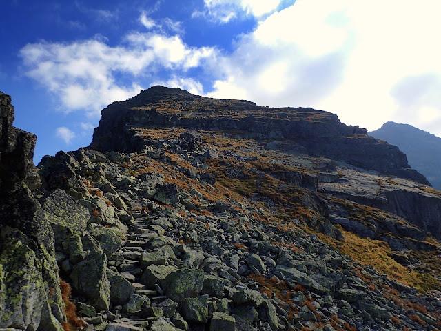 Północnym stokiem Kościelca prowadzi szlak