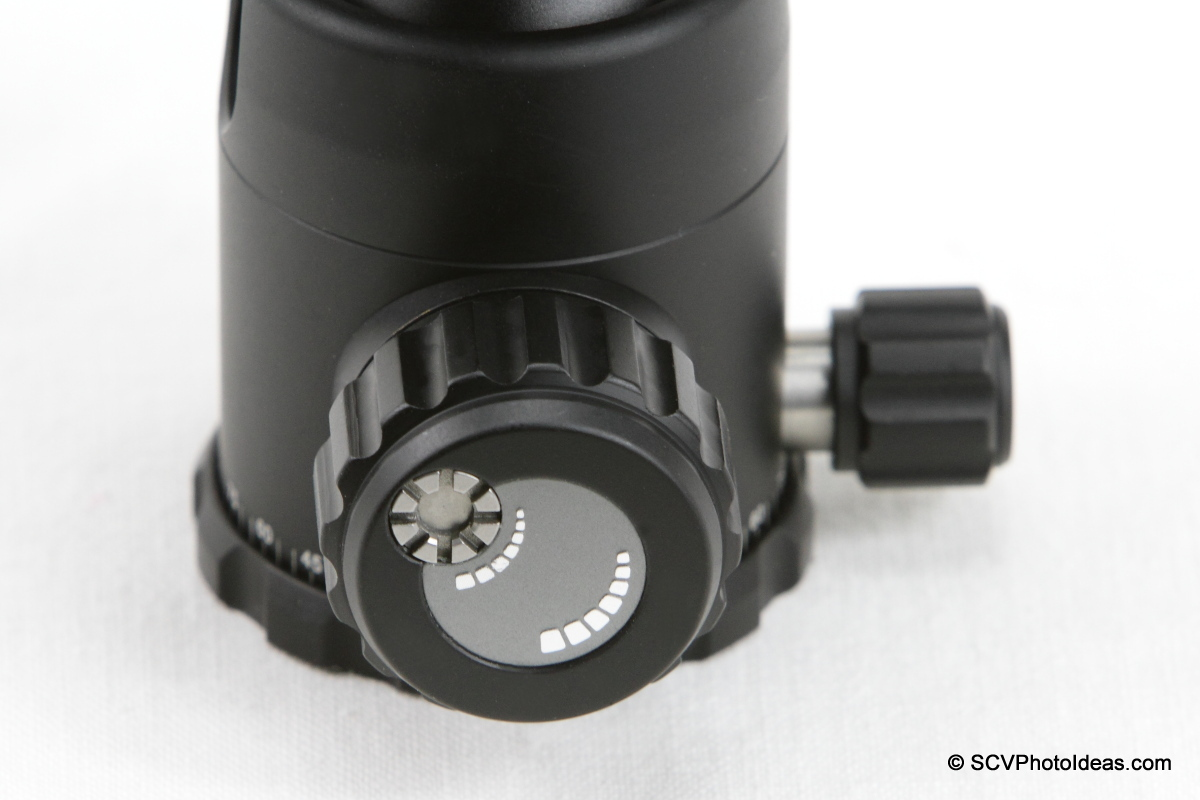 Sunwayfoto FB-36DDH Ball Head - Pan lock and Friction/Lock knobs detail