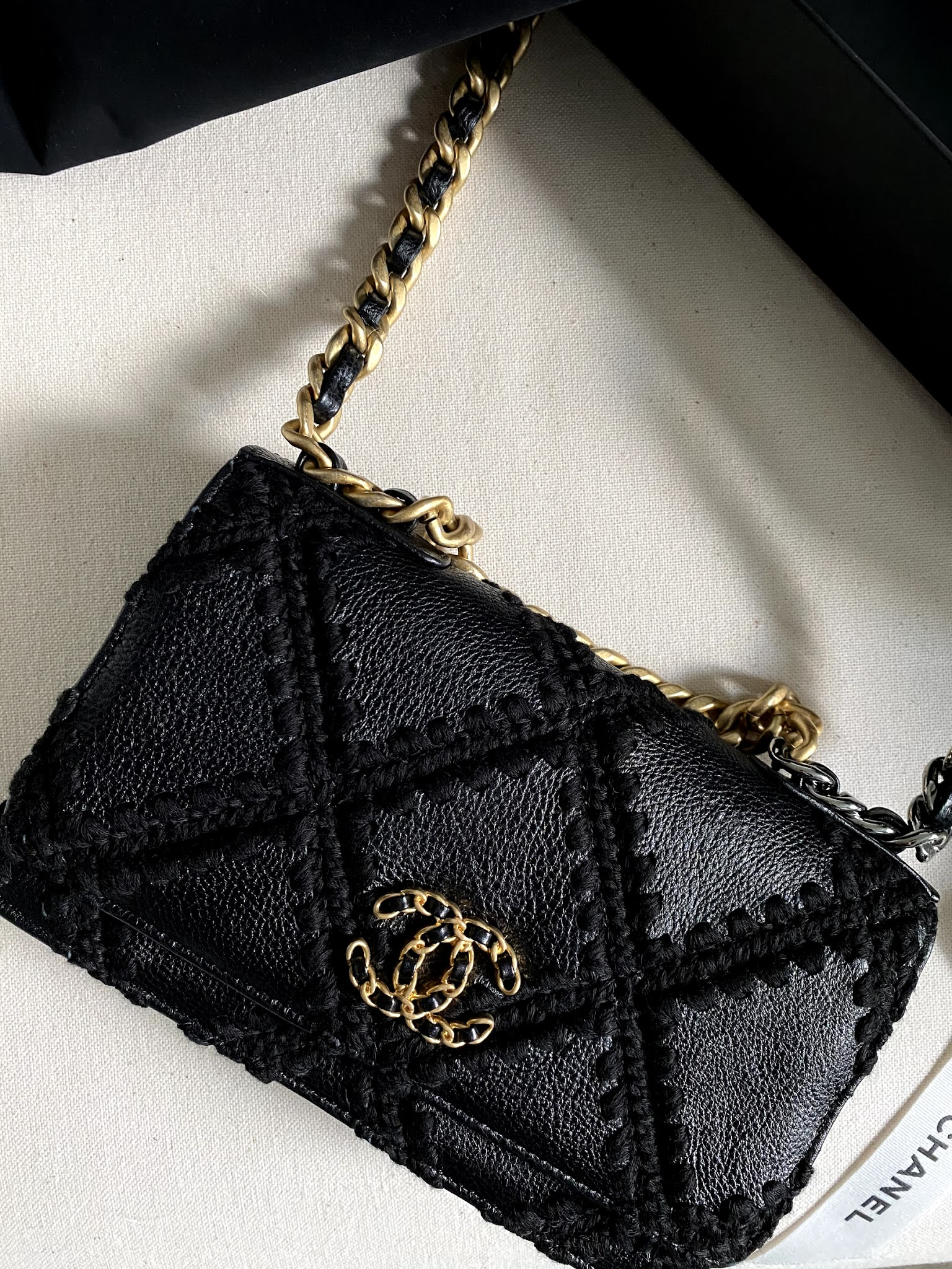 Chanel 19 wallet on a chain: A quick review