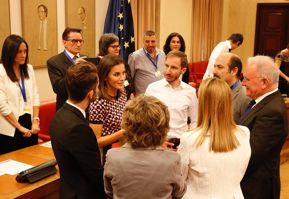 Queen Letizia wore HUGO BOSS Felisabeth Short sleeved sweater and MAGRIT shoes, she carried Angel Schlesser clutch bag
