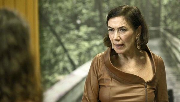 Valentina oferece dinheiro em troca de falsa acusação de Lourdes Maria (Imagem: Reprodução/TV Globo)