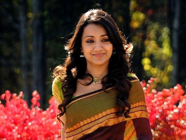 Trisha in saree in Vinnai Thandi Varuvaya | Trisha Krishnan