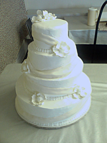 white wedding cakes with buttercream frosting food and drink. Black Bedroom Furniture Sets. Home Design Ideas