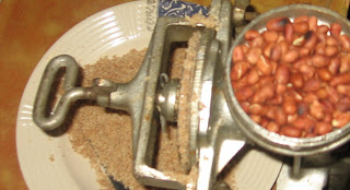 Groundnuts in a manual grinder