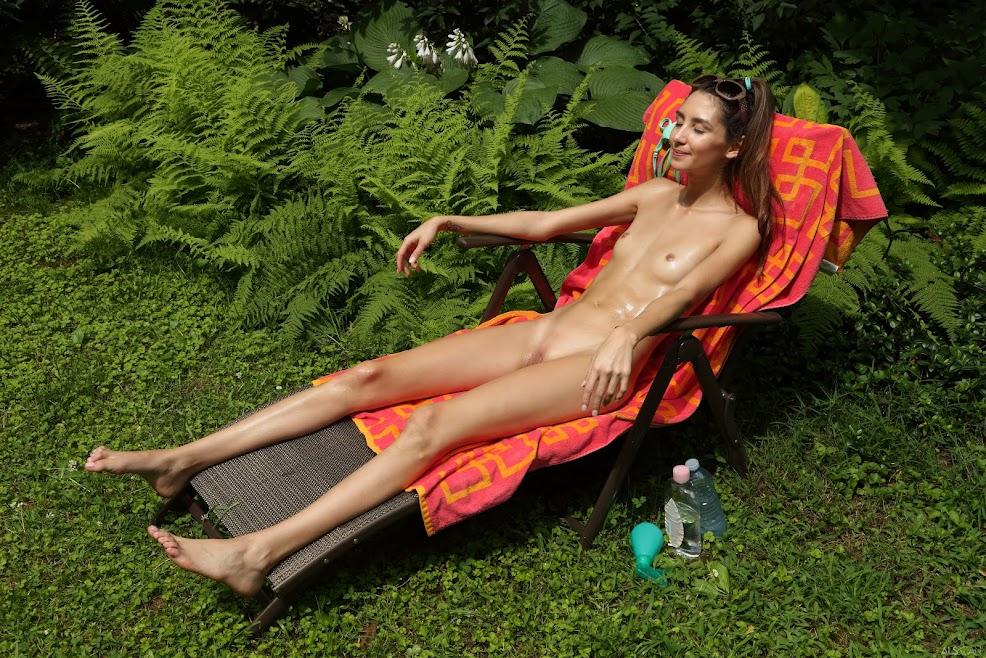 [Beauty] Natalia Nix - Beside 2 Ferns - Girlsdelta
