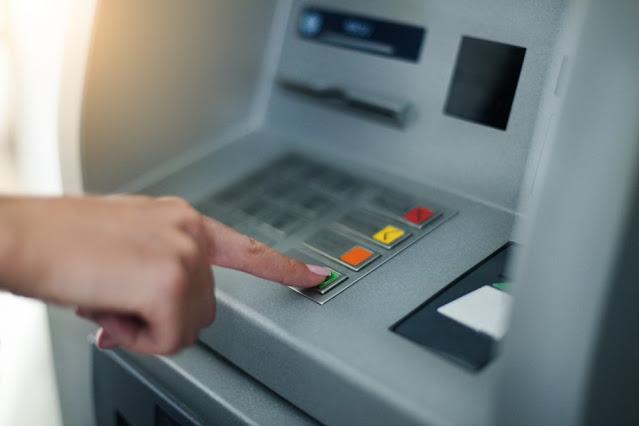 Sugieren exentar, de forma temporal, cobro de comisiones por retiro de efectivo en cajeros