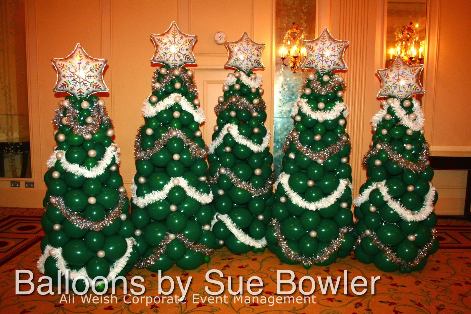 i made the trees below for an event that i decorated last year this design was kindly shared by sean okelly of balloon decor victoria australia - Christmas Balloon Decor