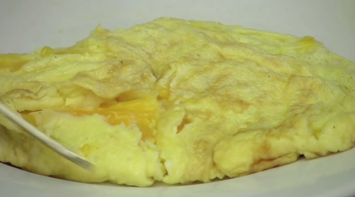 How to make some easy cheesy omelet