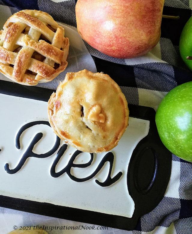 miniature apple pies, lattice pie crust design, small apple pie with heart, little apple pies, mini apple tartlets, small apple pie tarts