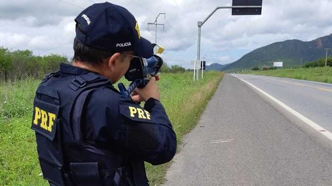 Bolsonaro determina a suspensão do uso de radares móveis de fiscalização em rodovias federais
