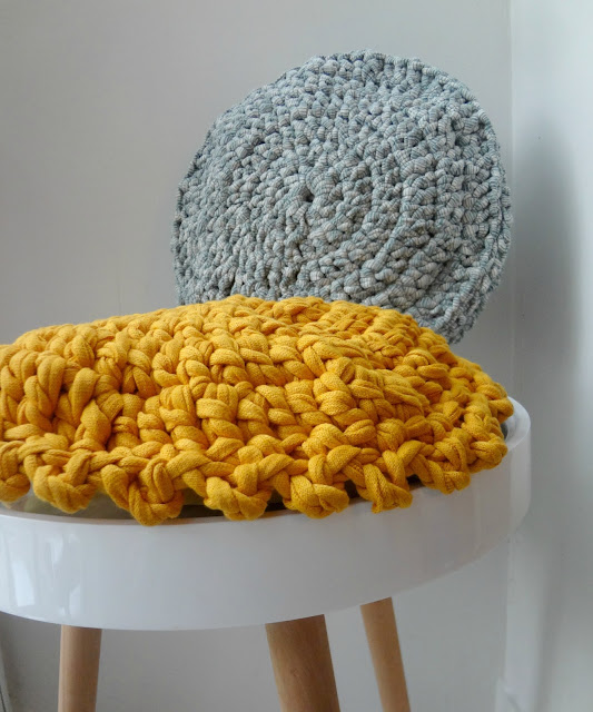 Crochet a Round Pillow – free pattern