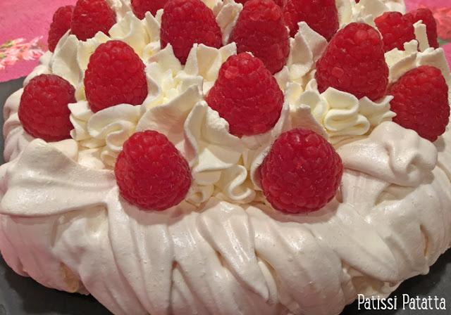 recette de pavlova framboise, pavlova, framboises, chantilly mascarpone, comment faire un pavlova, meringue maison, meringue et framboises