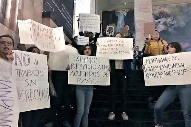 Trabajadores de Cultura protestan en SHCP para urgir pagos ¡