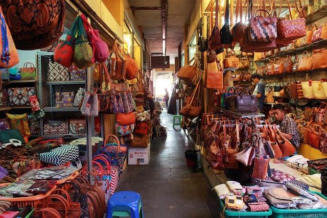 Berburu Souvernir Khas Pernikahan di Pasar Bringharjo