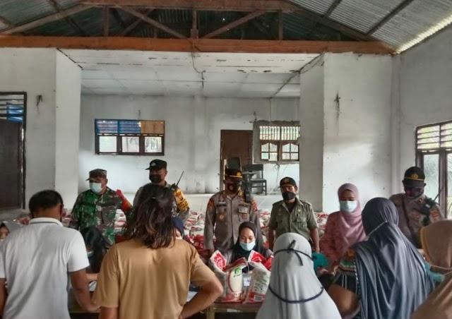 Polsek Sipispis Lakukan Monitoring Penyaluran Bantuan Beras PPKM 2021
