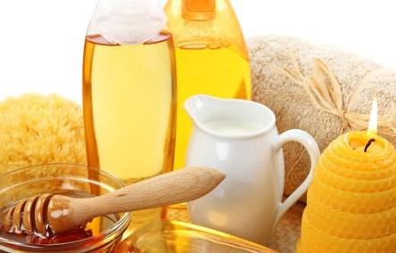 (4) menggunakan madu