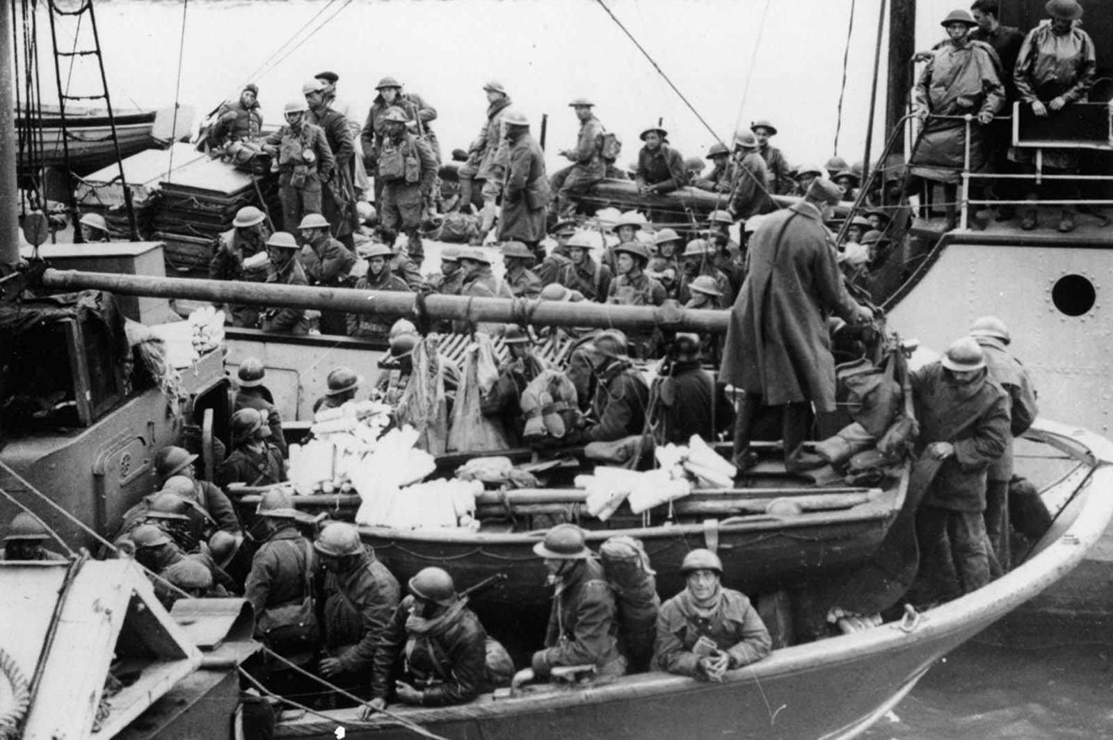 British and French soldiers arrive safely at a British port.