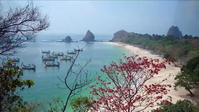 Tempat Wisata di Jember Pantai Papuma