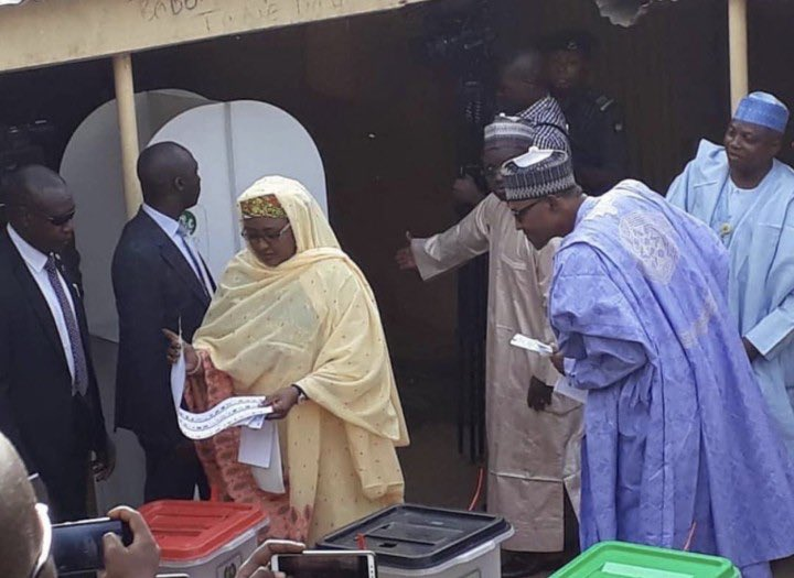 buhari - Just like DONALD TRUMP, BUHARI caught peeping to see if his wife AISHA voted for him as Nigeria Decides (PHOTO)