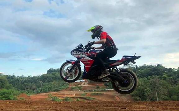 Ketika Yamaha R25 Dipakai Untuk Trail