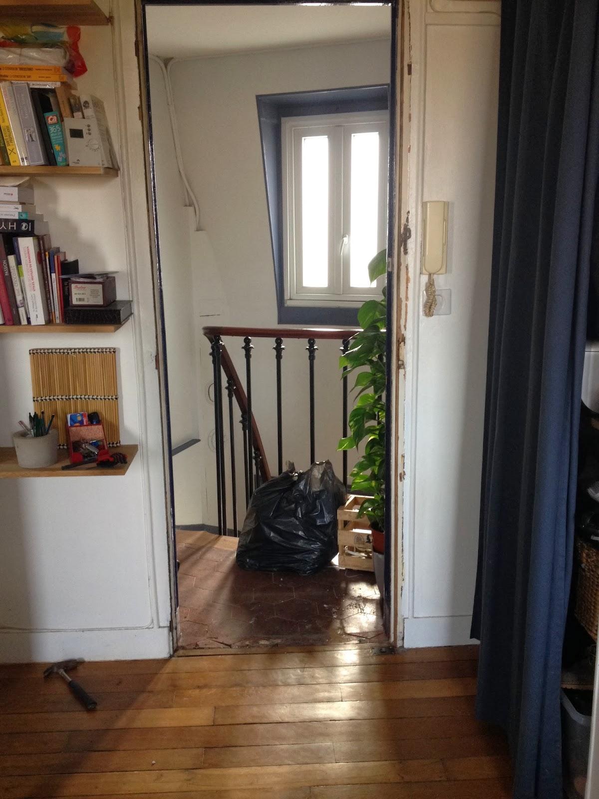 encadrement de la porte d'entrée de l'appartement