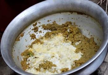 Village Food | Chapa Mann kochu data pituli