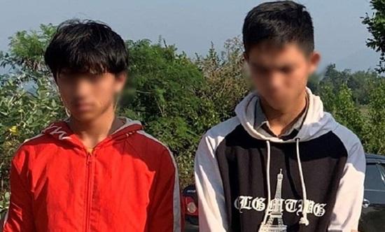 Hai thiếu niên khi bị bắt
