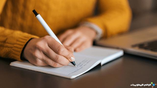 الكتابة باليد على الورق تُحسِّن الذاكرة أكثر من الكتابة على الجهاز اللوحي