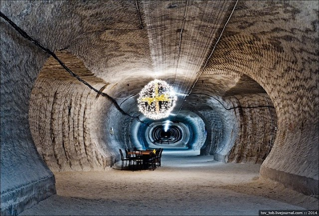 Salt mine of 250 million years under the shimmering seabed